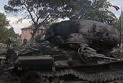 Burned down Georgian armor in Zhinvali
